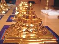 A Sri yantra háromdimenziós formája a Meru chakra.