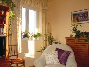 A nappali az északi ablakkal - a Nap most az északnyugati ablakon át süt be!
