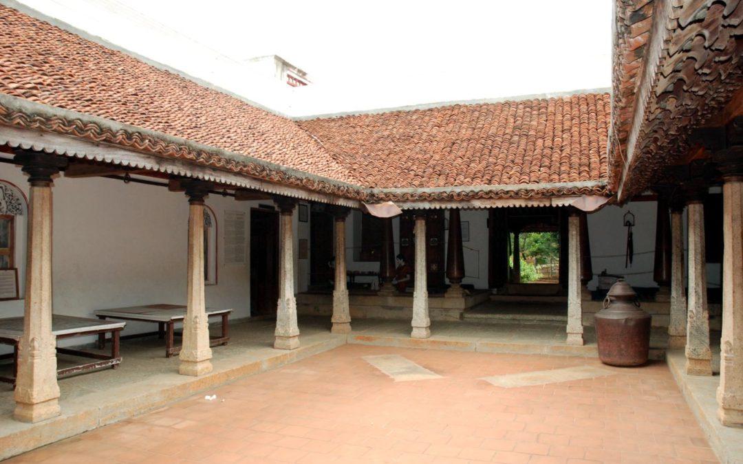 Átriumos házak és a Brahmasztán