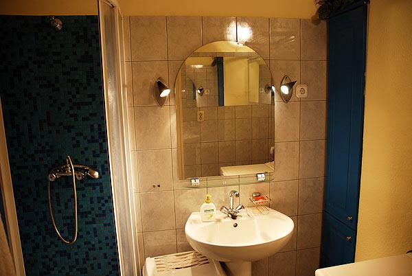 Miután a nyugaton levő fürdőszoba is makulátlanná vált, megérkezett a vevő