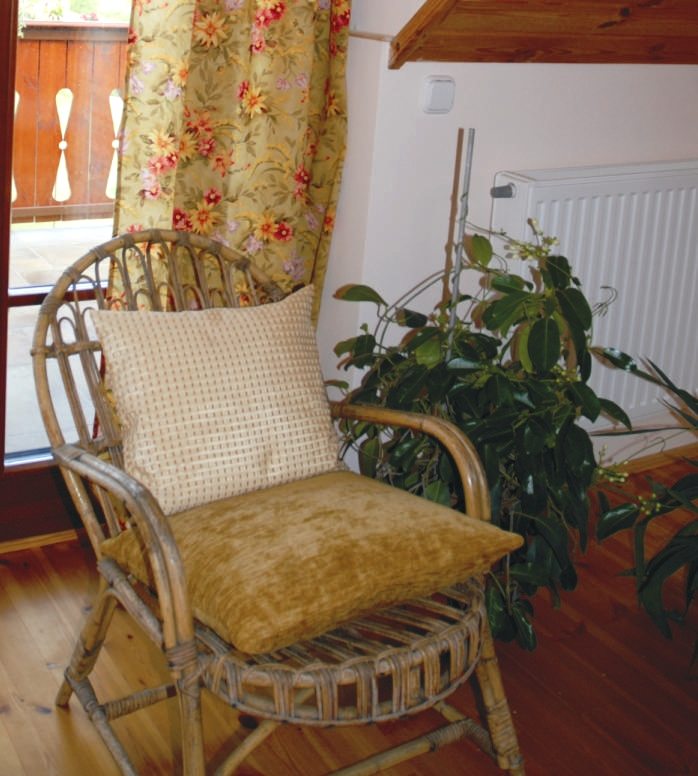 Ha nem tudod elkerülni, hogy délkeleten legyen a hálószobád, válassz olyan textíliákat, amelyek nyugodt színűek és kapcsolatban vannak a Vénusszal.