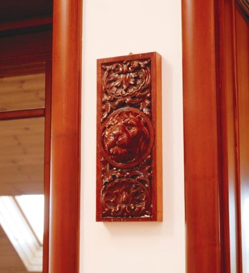 Két ajtó között találtunk helyet ennek az oroszlánnak, amit a férjem apukája faragott évtizedekkel ezelőtt.