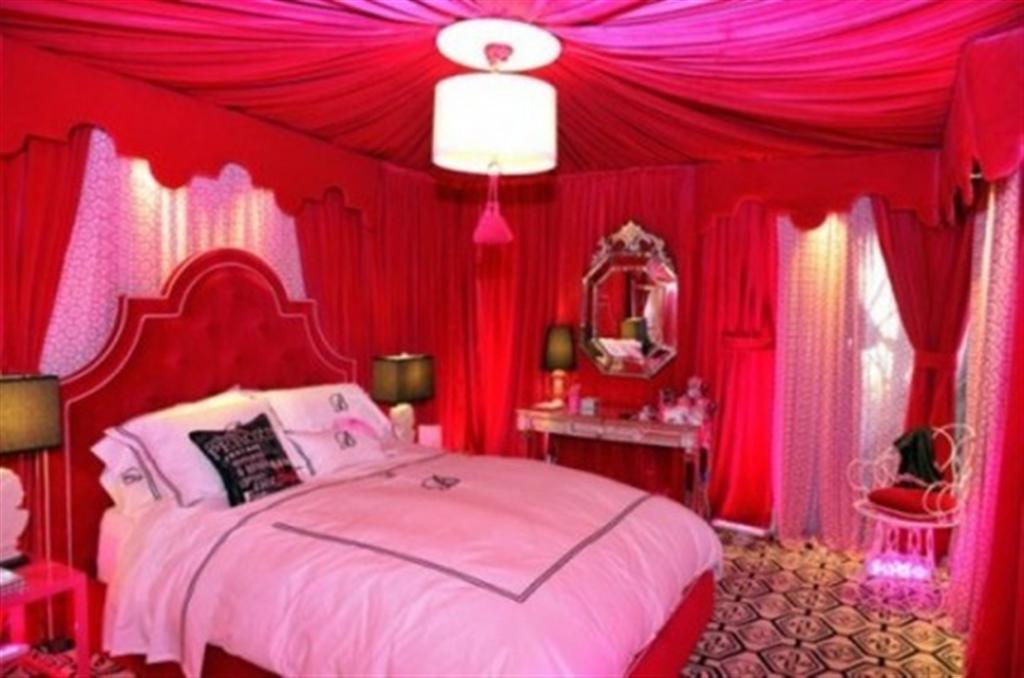 Egy ilyen hálószobában - előbb-utóbb - garantált a veszekedés és a magas vérnyomás (forrás: homedesigninspirations.com)