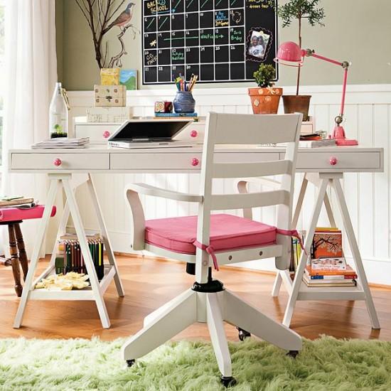 Kellemes színvilágú tanulószoba lányoknak