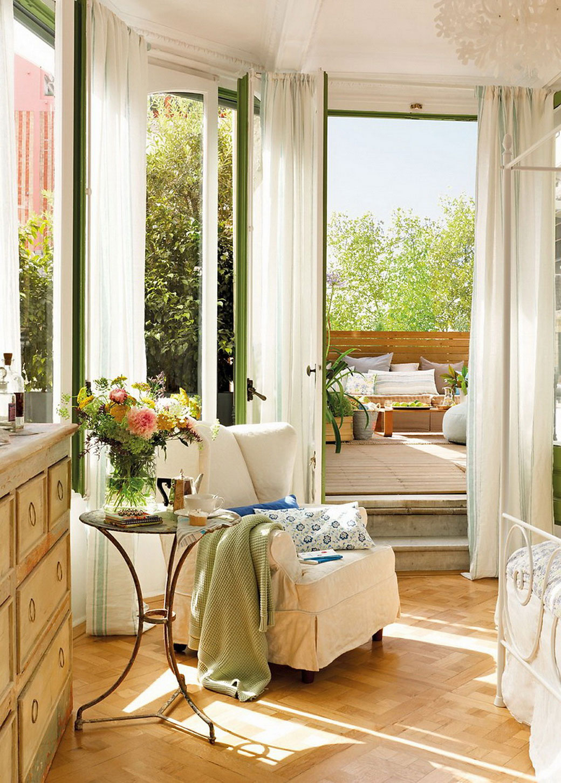 """Próbálj az északkeleti hálószobában kialakítani egy kellemes olvasósarkot, vagy meditációs sarkot, ezáltal napközben csökken a hálószobahangulat és Vénusz """"egyeduralma"""" is."""
