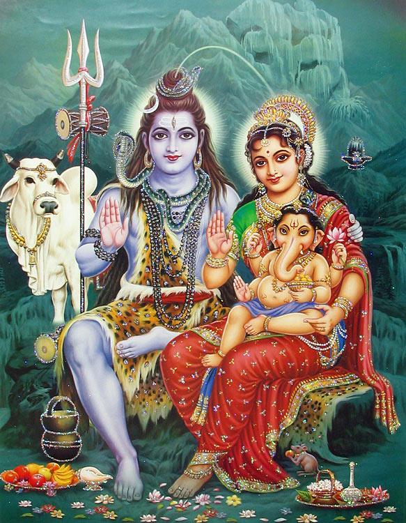 Parvati - aki nem más, mint Mahamaya, vagyis az anyagi energia ura, férjével Sivával, aki az egyik legnagyobb hatalommal bíró félisten, valamint fiukkal Ganessal, aki egy átok miatt elveszítette a fejét, s egy elefántfejet kapott helyette. Ő az, aki saját kezével leírta a Védákat.