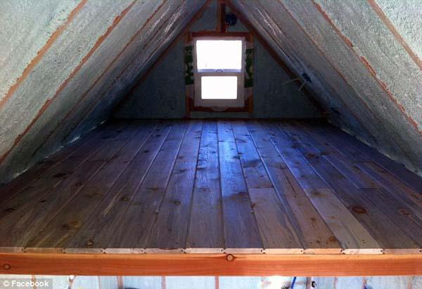 A tetőteret használják hálószobának...