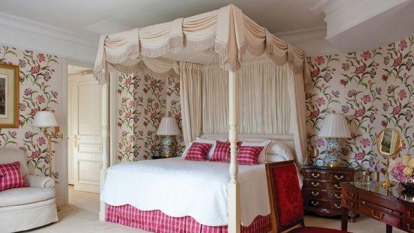 Nos, ez sem a mi hotelszobánk. :) Persze egyáltalán nem biztos, hogy egy ilyen szép szobában jól aludtunk volna. Talán itt is észak felé van az ágy. Forrás: http://www.homedit.com