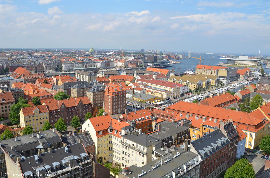 Feltűnő, hogy Koppenhága látképében nincsenek kiugróan magas épületek