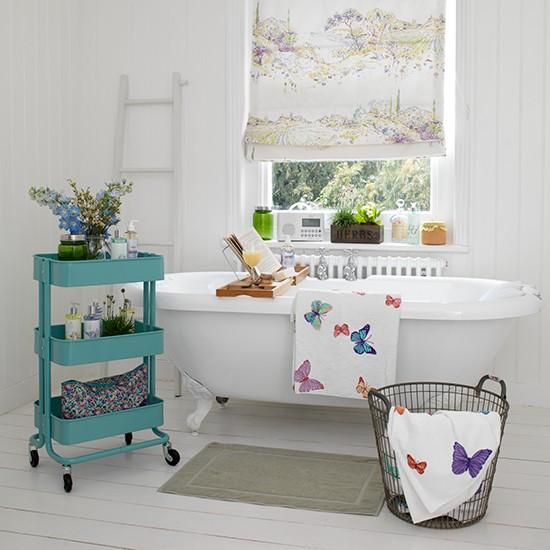 Ma már nem kell feltétlenül átkutatni a környék összes padlását ahhoz, hogy egy ilyen szép lábas kádad legyen. Nagyobb fürdőszoba szalonokban már újonnan is kapható. (Előnye, hogy nem kell kisúrolnod tehéntrágyával...)