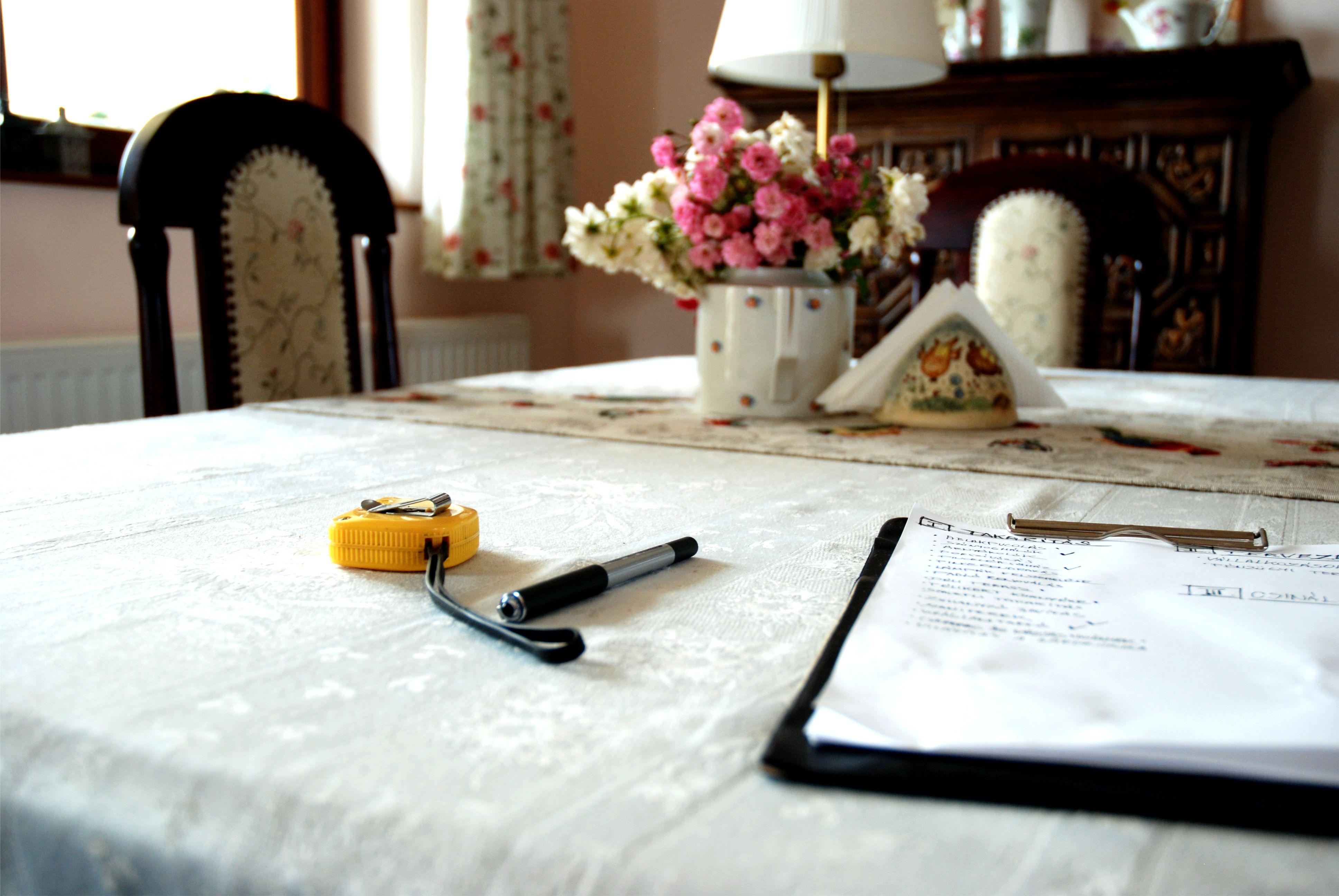 Nálatok is előfordul, hogy az étkezőasztalon marad néhány dolog, aminek nem kellene ott lennie?