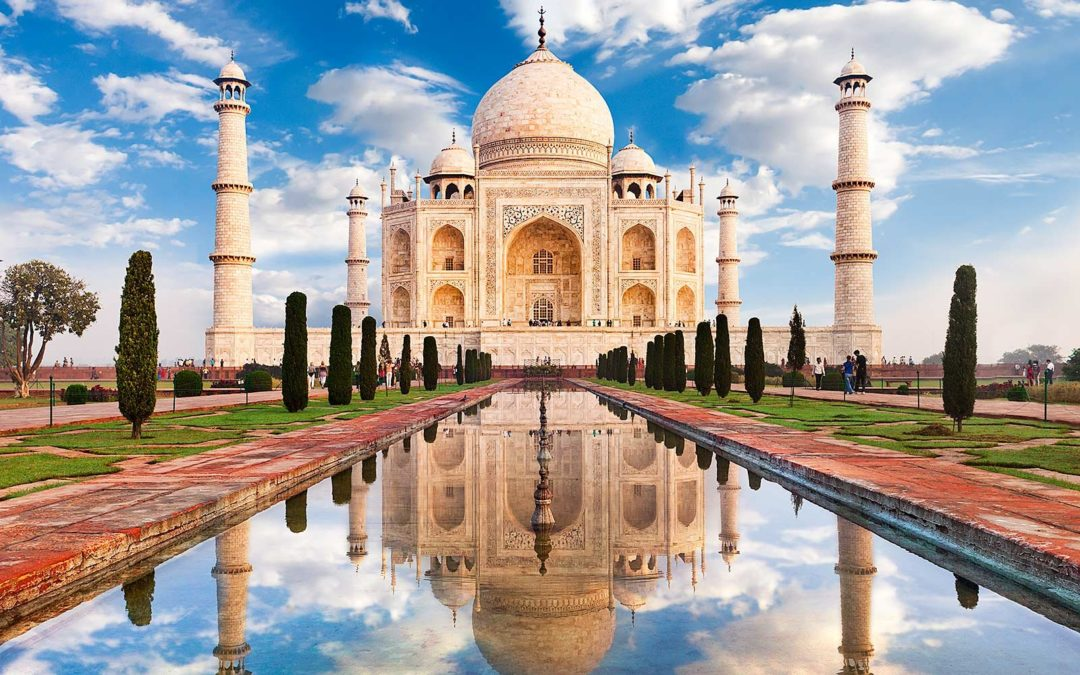 A híres Taj Mahal az észak-indiai Agrában