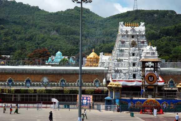 Tirupati mellett, a Tirumala hegyen találjuk Balaji templomát.