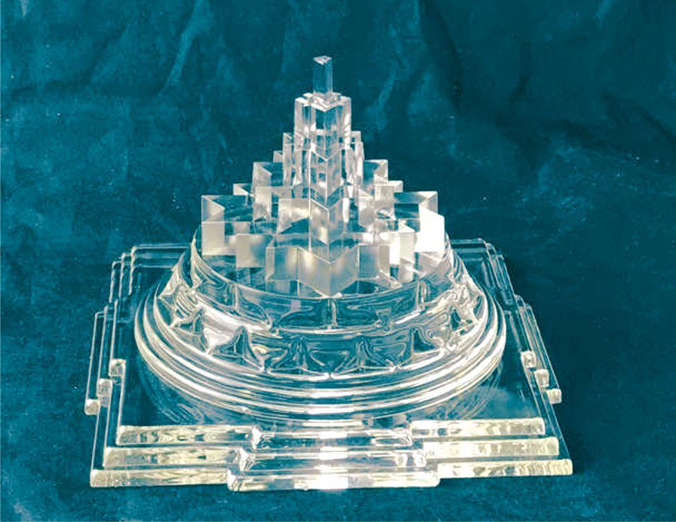 Az üveg Meru csakra kiválóan alkalmas kisebb terekbe, ahol az is fontos, hogy kevésbé legyen feltűnő