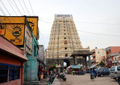 Megérkeztünk az Ekambareshwara templomhoz. Ez a hatalmas gopuram valójában a főkapu.