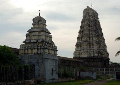 Csodaszép gopuramok a templom belső udvarán