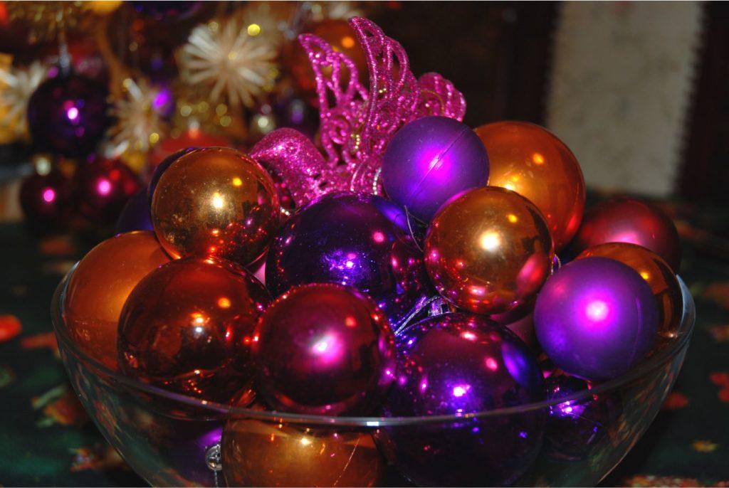 Ha te is azok közé tartozol, akik nem állítanak karácsonyfát, a karácsonyi gömbök segítségével is teremthetsz karácsonyi hangulatot.