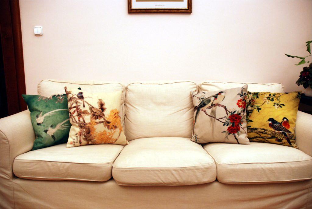 Ha egyszerű világos kanapéhoz akár az egész kollekciót beszerezheted...